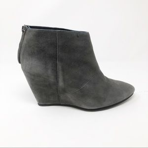 🧜🏼♀️Aldo Grey Suede Leather Wedge Booties